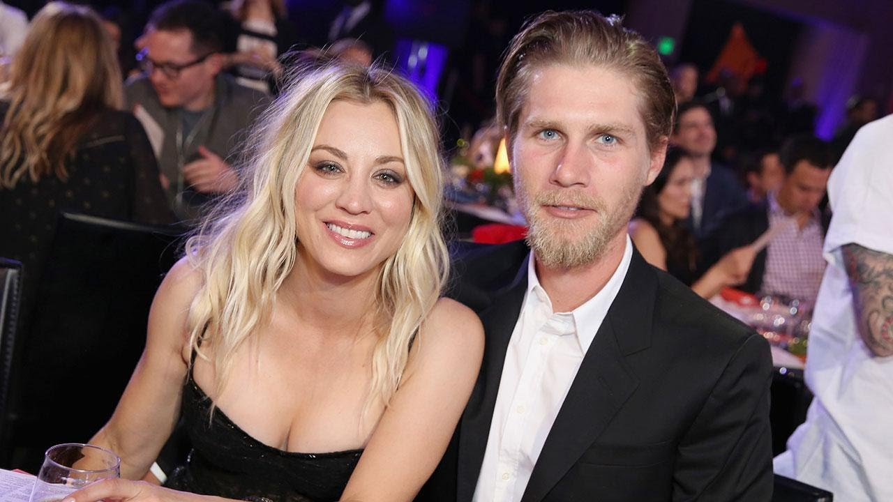 Kaley Cuoco marries Karl Cook