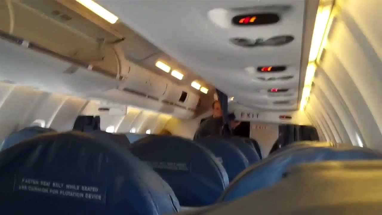 Boarding Delta Air Lines Crj 700 Youtube