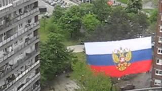 Postavljanje ruske zastave u Bloku 21 na Novom Beogradu thumbnail