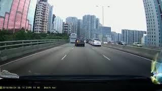 馬路炸彈: 黃色HONDA高速左穿右插 最後害人害己 thumbnail