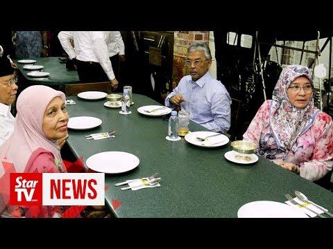 Penang's Nasi Kandar Outlet Receives Royal Couple