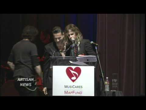 DEPECHE MODE DAVE GAHAN HONORED BY STEVEN TYLER WITH MAP AWARD