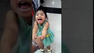 Video anak gadis menangis minta mainan lihat apa yang terjadi.... download MP3, 3GP, MP4, WEBM, AVI, FLV September 2019