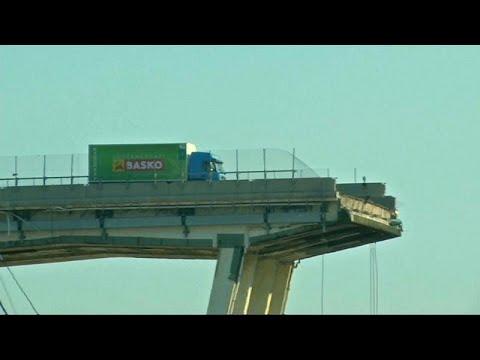شاهد: سحب الشاحنة الخضراء العالقة فوق جسر جنوة المنهار  - نشر قبل 2 ساعة