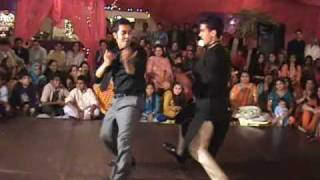 Mehndi in Pakistan! -Zeeshan and Lil Temur dancing on Sanias