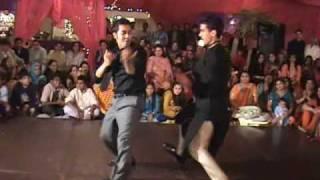 Mehndi in Pakistan! -Zeeshan and Lil Temur dancing on Sanias