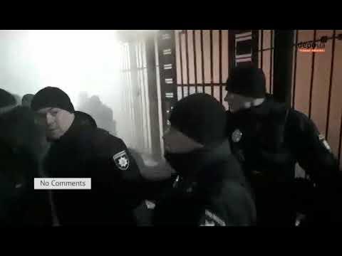 Под посольством России в Киеве собираються активисты