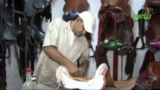 Fabricación artesanal de silla para caballo