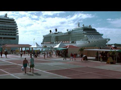Caribbean Sea '10 - St. Maarten - big cruise vessels in port of Philipsburg