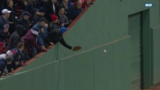 NYY@BOS: Hanigan awarded double on fan interference