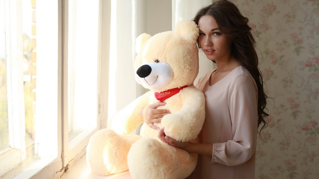 Кошки, картинки девушка с медведем плюшевым