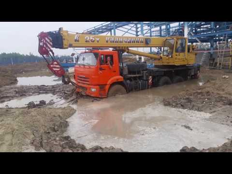 как работают автокраны на севере. Truck Crane Accident,  Off-road.