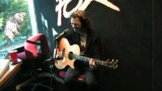 """Travis Meeks performs """"Shelf in The Room"""" Live on 101.7 The Fox"""