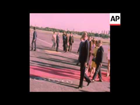 SYND 27-1-74 ISABELA PERON AT MILITARY INSPECTION AT MEETS PANAMANIAN VIPS