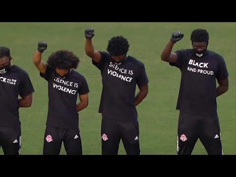 شاهد:  لاعبون أمريكيون لكرة القدم يشجعون المساواة العرقية بمقابض الأيدي وطي الركب…  - 14:58-2020 / 7 / 10