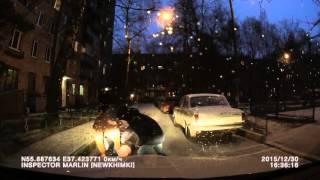 Новогодний алко-зомби падает под колеса машины 30.12.2015