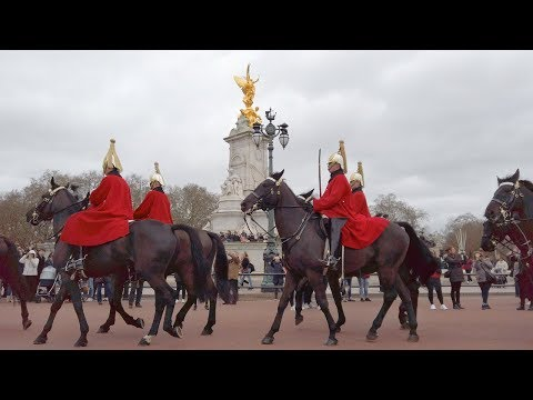 ⁴ᴷ Windy London Walk from Green Park to Leicester Square via Buckingham Palace & Horse Guards Parade