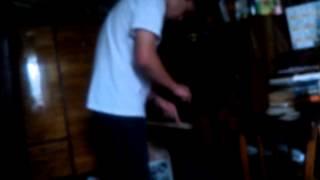 Зуя играет на пианино))