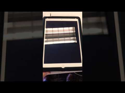 theory.™ all-purpose cleaner: cleaning an iPad screen
