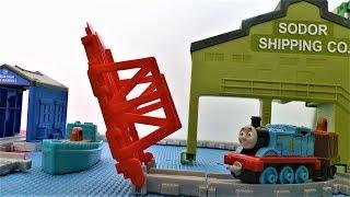 Паровозик Томас и его друзья Крэнки на пристани Видео про паровозики для детей