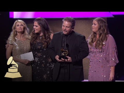 Hillary Scott & The Scott Family Win Best Contemporary Christian Album  59th GRAMMYs