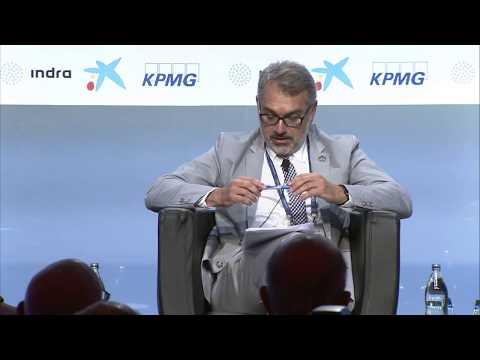 """Sessió """"La sostenibilitat global com a repte (...)"""", amb Cristina Gallach i Paul Polman"""