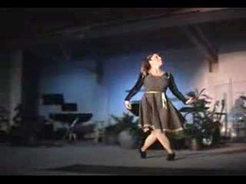 Kelly Bishop dancing to