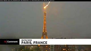 La Tour Eiffel encaisse la foudre