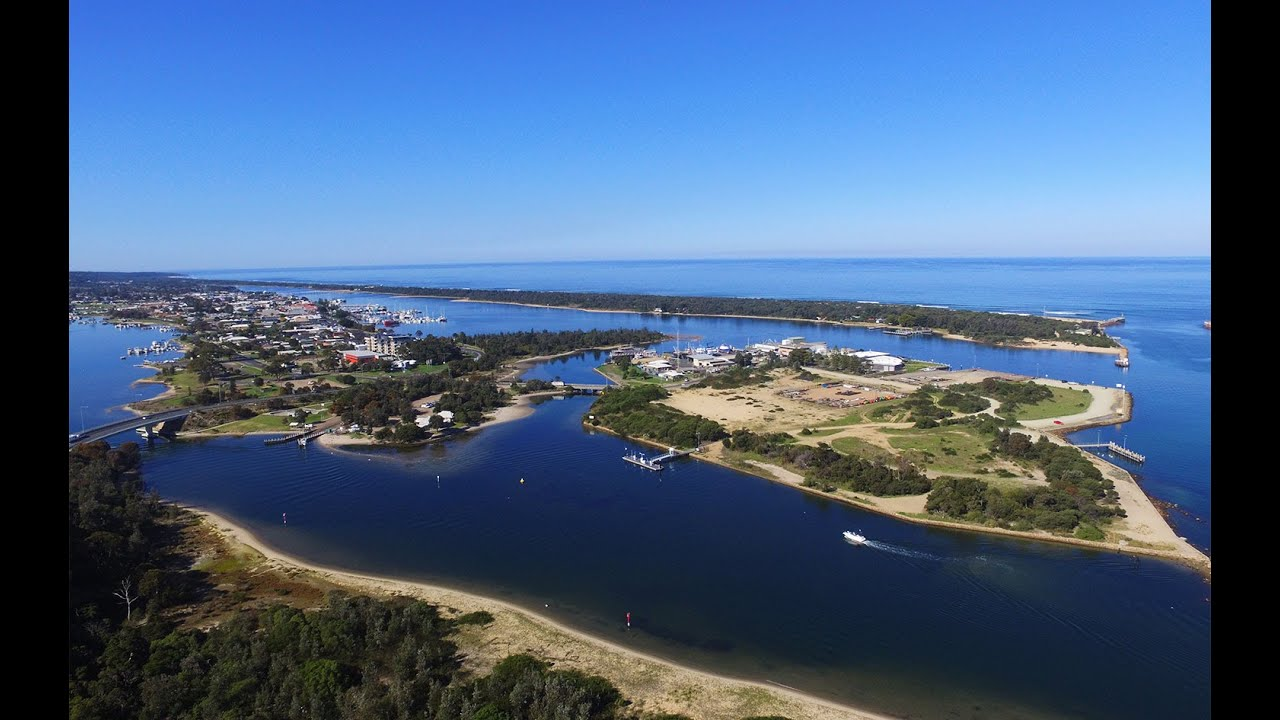 how to get to lakes entrance from melbourne