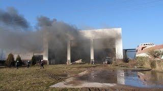 Groot plezierjacht in brand in loods. Waalwijk, Duikerweg. 6-02-2015