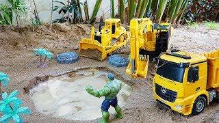 헐크와 중장비 자동차 장난감 포크레인 트럭놀이 Hulk…