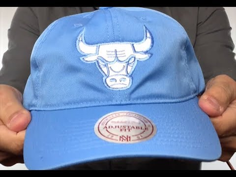 Bulls  SLOUCH POWDER STRAPBACK  Hat Mitchell and Ness - YouTube 21f1bee15b95