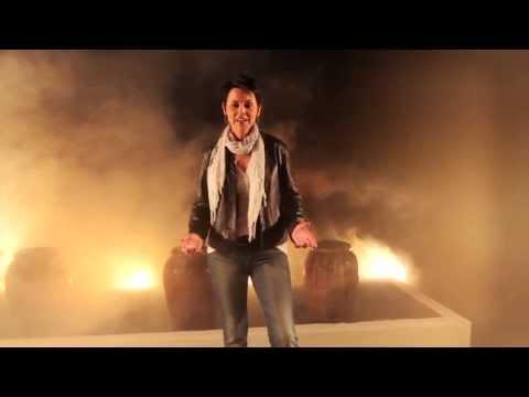 """JENNIFER ZAMUDIO """"Hart en Siel"""" (Amptelike Musiekvideo)"""