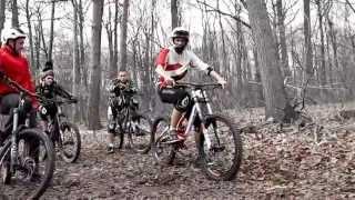 Вело трюки на видео. Лучшая подборка видео на велосипедах.Что они творят прыжки трюки все ))(Видео на велосипедах тут 0:13 0:47 0:59 прыжки спуски фото гонки на велосипедах 1:27 1:34 1:53 подборка видео на велос..., 2014-10-04T15:38:00.000Z)