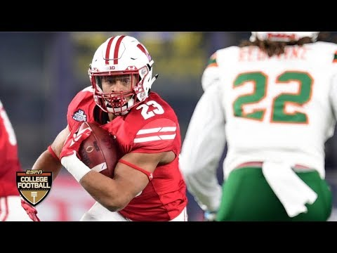 Jonathan Taylor, Wisconsin crush Miami 35-3 in Pinstripe Bowl | College Football Highlights