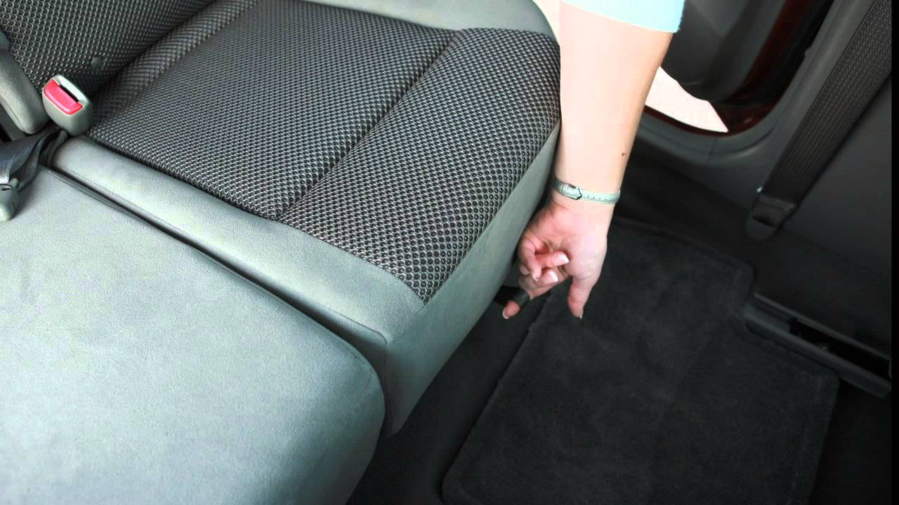 Nissan Maxima: Folding rear seat (if so equipped)