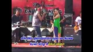 RENA KDI ft Danung ~ NYIDAM JEMBLEM Live in Pantai Kartini Rembang 04 May 2014