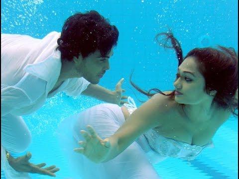 Upeksha Swarnamali flaunt hot figure under water