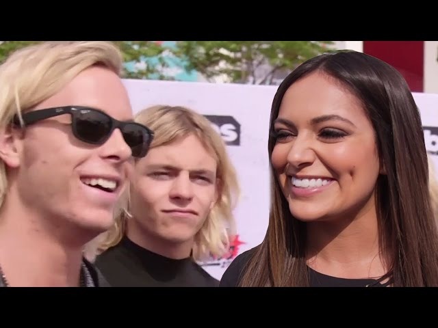 Truth or Dare With Bethany Mota, R5 & More at iHeartRadio Music Awards 2016