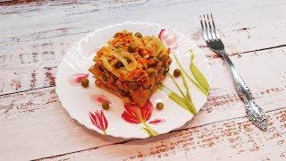 Мясной салат с горошком, морковью и маринованным луком/  Такой вкусный, всегда съедается первым.