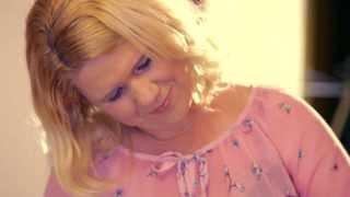 Ansambel PETRA FINKA - Še enkrat šla s teboj bi pred oltar