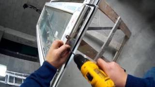Ремонт окна +4 этап замена фурнитуры демонтаж старой фурнитуры