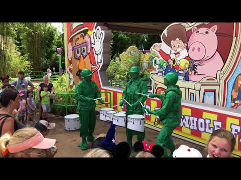 [4K] Green Army Drum Corps - Toy Story Land | Disney's Hollywood Studios 2018