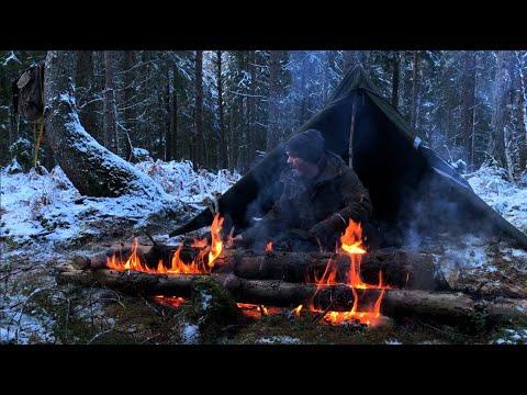 Solo Winter Bushcraft Camp - No Sleeping Bag, Long Log Fire, Snow, Canvas lavvu, Campfire Cooking