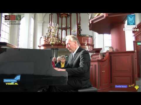 Albert Brussee tijdens het lunchpauzeconcert van 21 november 2012 in Oude Kerk Zoetermeer