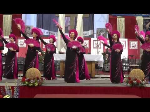 Tiana Thanh: Con Dang Chua Vietnamese Traditional Mua Ao Dai Dance