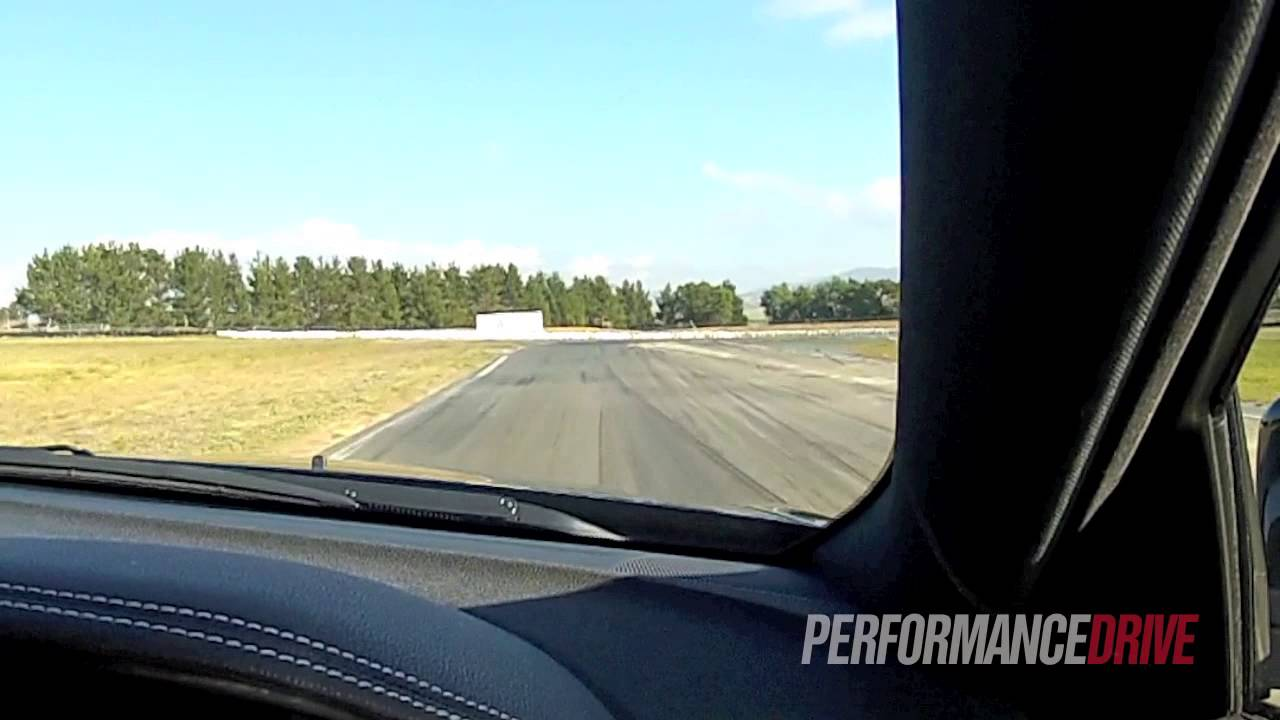 2014 Chrysler 300 SRT8 at track 0100kmh 0400m quarter mile