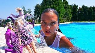 Ken Barbie'yi kurtarıyor. Barbie oyunları