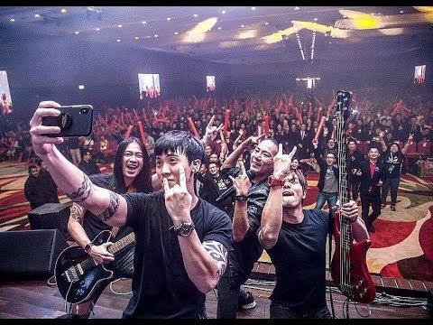 Keren!! Konser Band Malaysia nyanyikan lagu Peterpan - Mungkin Nanti, personilnya etnis cina.