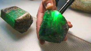 Огромный изумруд и крупные бериллы нашли на Урале (новости)